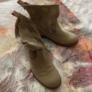 JOE'S RAW CUT ANKLE BOOTIES SIZE 7.5M